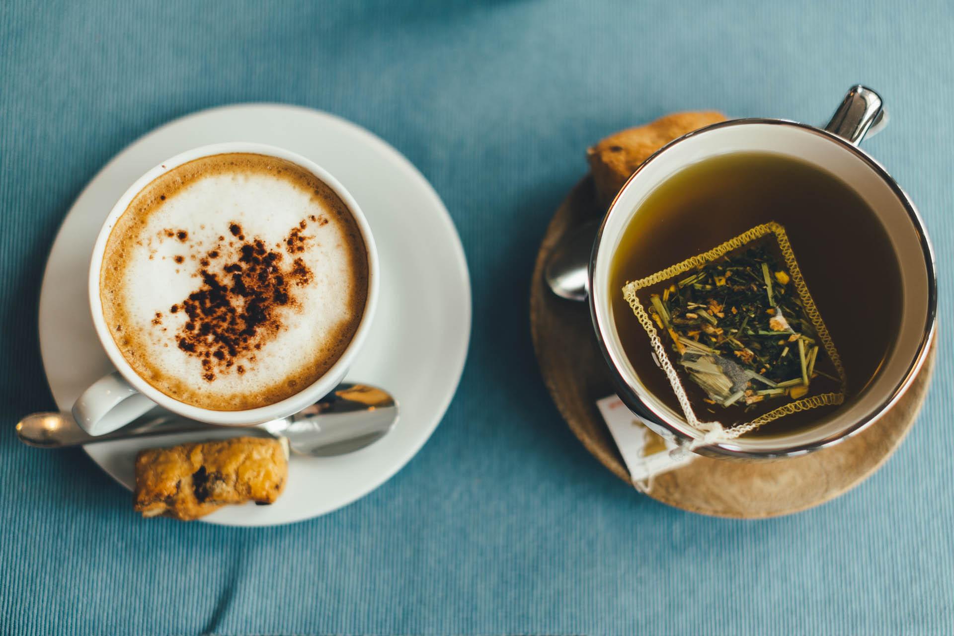 BEDA KAFI cafeteria Tassen mit köstlichem Kaffee und Tee