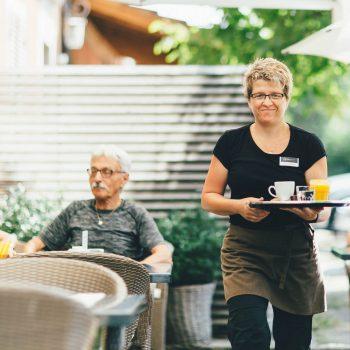 BEDA KAFI cafeteria professionelle, fröhliche Mitarbeiter
